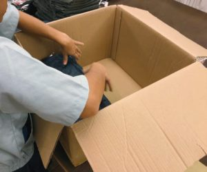 再利用段ボール箱への詰め替え作業